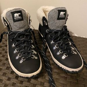 Sorel out and about plus conquest black. Sz 10